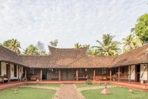 Auberges de jeunesse - 1 BR Homestay in Chathurthyakary p.o, Alappuzha (24B8), by GuestHouser