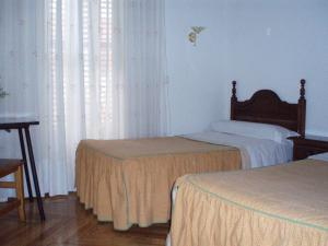 Hostal Castilla, Guest houses  Madrid - big - 2