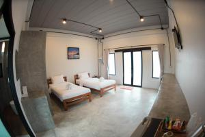 Deluxe Twin Room โรงแรม ดิเอลฟ์ (The Ele Hotel Ranong)