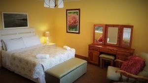 Lake Naverone Holiday Cottages, Resorts  Drakensberg Garden - big - 125