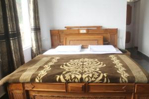 Habitación Triple Confort 1 BR Guest house in Khajjiar (CC8E), by GuestHouser