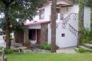 1 BR Boutique stay in Kasaar Devi Temple, Almora (1F71), by GuestHouser