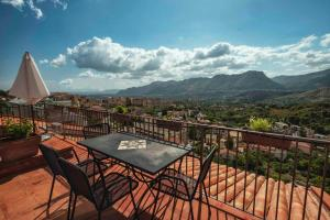 Casa Rossa, Bed and Breakfasts  Monreale - big - 48
