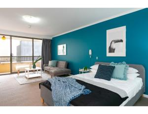 Striking and super convenient studio with balcony