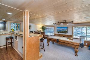 Walking Distance to Lake Baron, Nyaralók  South Lake Tahoe - big - 26