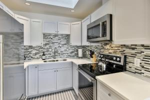 Qualicum Beach Premium Condo - Bowser