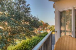 Beach Club 205 Apartment, Apartments  Saint Simons Island - big - 13