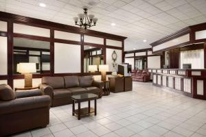 Travelodge by Wyndham Conference Centre & Suites Whitecourt, Szállodák  Whitecourt - big - 80