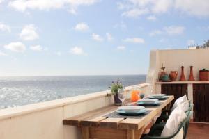 Azenhas do Mar Beach House by Lisbon Dreams - Pianos