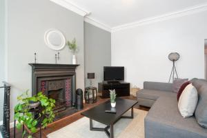 2bed Edwardian house, Whitechapel, 5min to tube - London