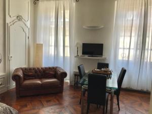 Central Suite Cavour - AbcAlberghi.com