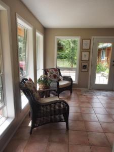 Mulvehill Creek Wilderness Inn and Wedding Chapel - Accommodation - Revelstoke