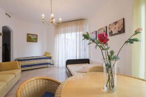 Ampio appartamento soleggiato - AbcAlberghi.com