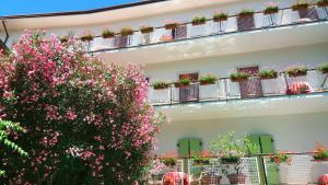 Hotel Zanella, Hotely  Nago-Torbole - big - 41