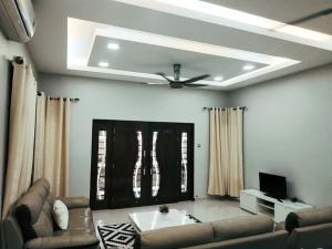 AUZ Guest House, Penziony  Kampong Kubang Palas - big - 7