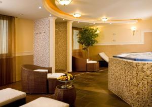 Hotel Kálvária Superior, Отели  Дьёр - big - 21