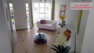 Casa Rosada, Alloggi in famiglia  Florianópolis - big - 9