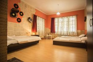 Italian House Rooms