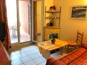 Ferienhaus mit Blick auf Grimaud, Holiday homes  Grimaud - big - 14
