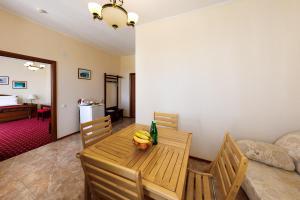 Uyut Tamani, Hotels  Volna - big - 3