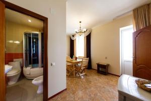 Uyut Tamani, Hotels  Volna - big - 2