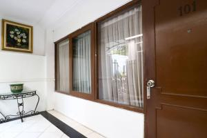 Hotel Tanjung, Hotely  Surabaya - big - 37