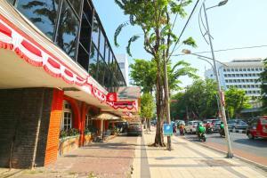 Hotel Tanjung, Hotely  Surabaya - big - 39