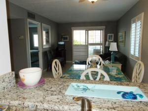Ocean and Racquet Club 5112 Condo, Apartmanok  Coquina Gables - big - 5