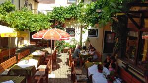 Gasthof zum grünen Baum, Inns  Mautern - big - 18