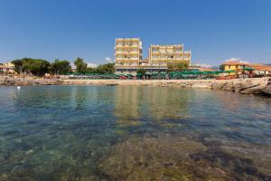 Hotel Bellevue Et Mediterranée, Отели  Диано-Марина - big - 25