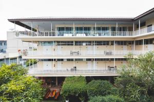Feung Nakorn Balcony Rooms and Cafe, Hotels  Bangkok - big - 1