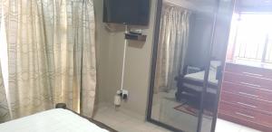 Ekuthuleni Guest House - Soweto, Penzióny  Johannesburg - big - 24
