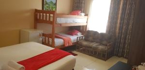 Ekuthuleni Guest House - Soweto, Penzióny  Johannesburg - big - 35
