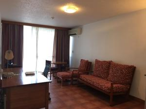 莫爾茲比港套房酒店