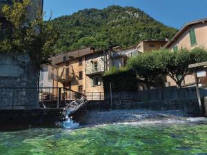Felice sul Lago - AbcAlberghi.com