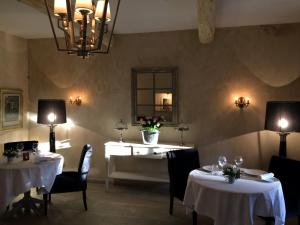 Hostellerie Le Roy Soleil, Hotels  Ménerbes - big - 65