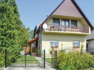obrázek - Three-Bedroom Apartment in Balatonfenyves