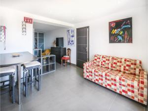 One-Bedroom Apartment in Sollies Ville - La Decapris