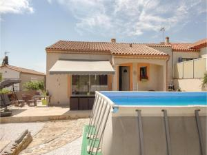 Three Bedroom Holiday Home in Corneilhan