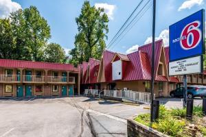 Motel 6 Gatlinburg Smoky Mountains - Townsend