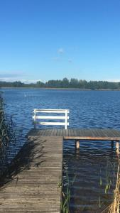 Luksusowy dom na Mazurach z dojściem do jeziora i łodzią