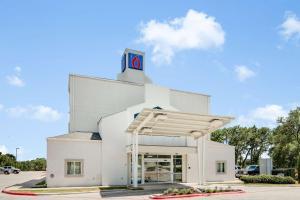 Motel 6-Cedar Park, TX