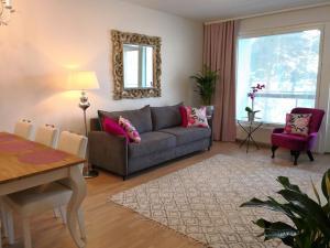 Charming Pine View Apartment - Vantaa