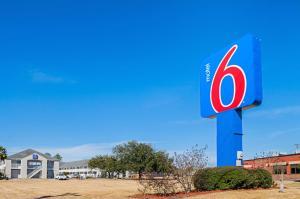 Motel 6-Bay Saint Louis, MS