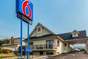 Motel 6-Kamloops, BC