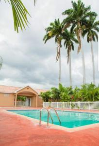 Caymanas Estate Neighbor, Penzióny  Caymanas - big - 34