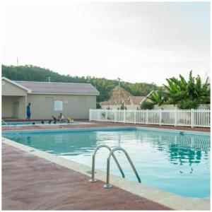 Caymanas Estate Neighbor, Penzióny  Caymanas - big - 38