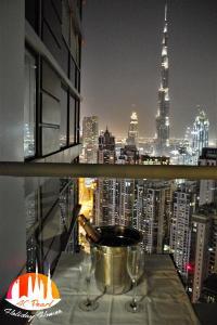 A C Pearl Holiday - The Loft with Burj Khalifa View - Dubai