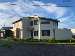 Villa Flores, Llorente
