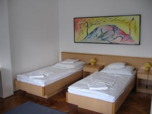 Leier Business Hotel, Aparthotely  Gönyů - big - 64